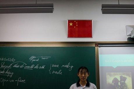 Chu relata os costumes de dar presentes frequentemente aos professores