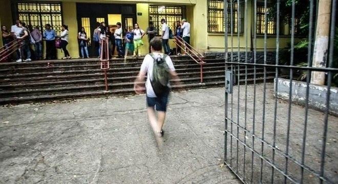 Transição para o ensino médio pode gerar ansiedade nos alunos e pais
