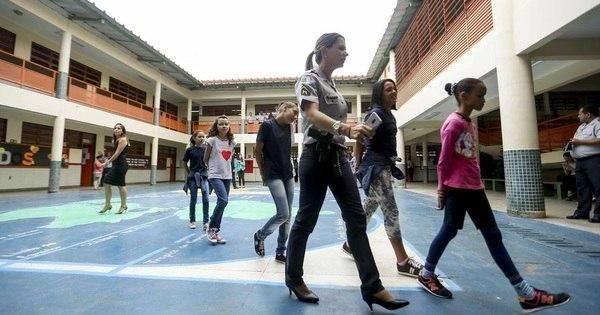 MEC prevê adesão de 54 escolas ao modelo cívico-militar em 2021