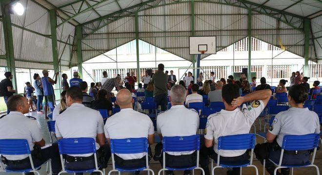 Militares devem atuar na administração escolar e na disciplina de estudantes
