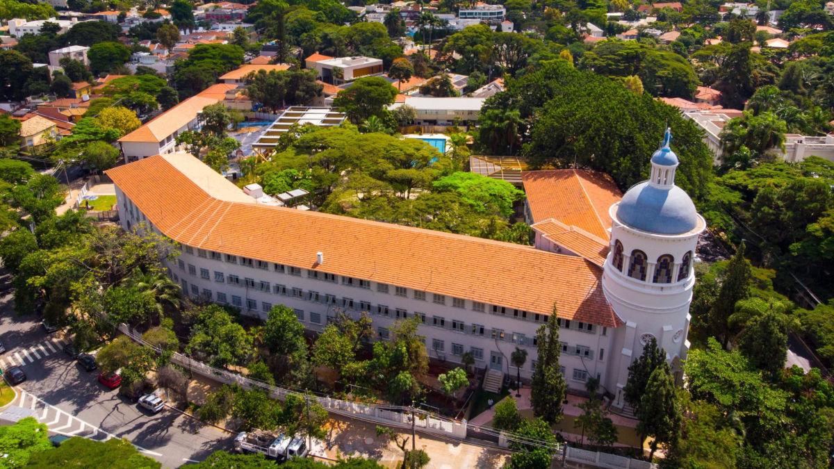 Chega no Brasil colégio que cobra mais de R$ 10 mil por