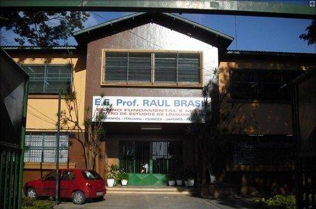 Fachada da Escola Raul Brasil, em Suzano