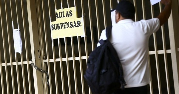 Cancelamento de matrícula leva escolas particulares ao colapso
