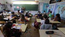 França anuncia fechamento de 81 escolas por casos de covid-19