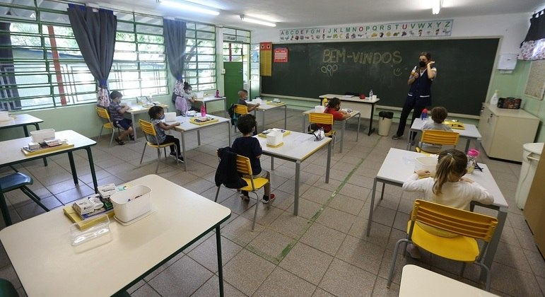Utilização do dinheiro deve ser decidida pela direção das escolas e representantes das APMs