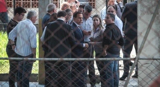 Governador de SP, João Doria, visitou local do massacre em escola de Suzano