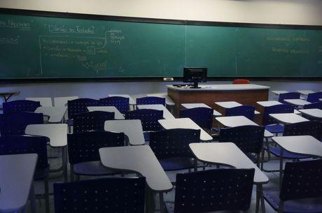 Receio de contaminação em massa adia as aulas