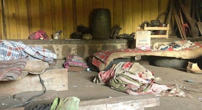 Alguns trabalhadores dormiam no chão e outros em colchões improvisados