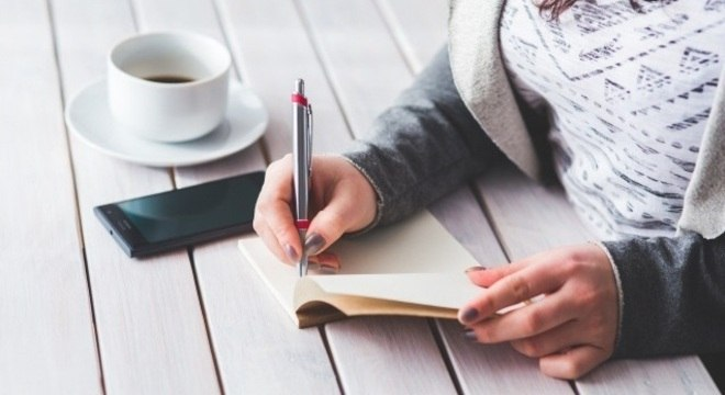 Pessoas que escreveram experiências positivas diminuíram as taxas de ansiedade