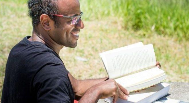Escritor Sacolinha: da periferia para o mundo