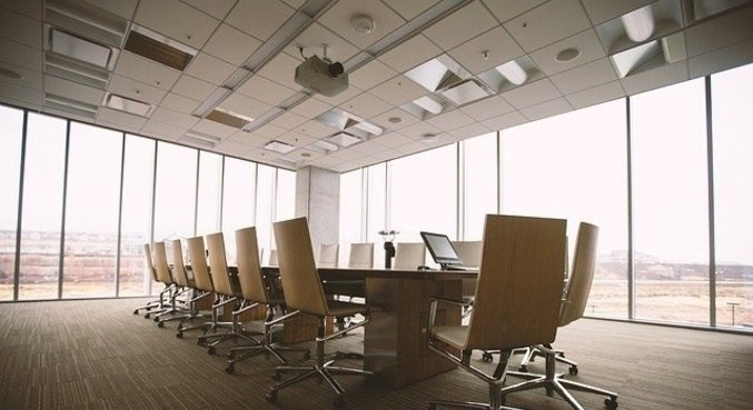 Os escritórios estão sendo adaptados com menos atividades presenciais