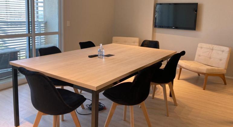 Além de sedes fiscais, empresas também oferecem  salas para reuniões presenciais