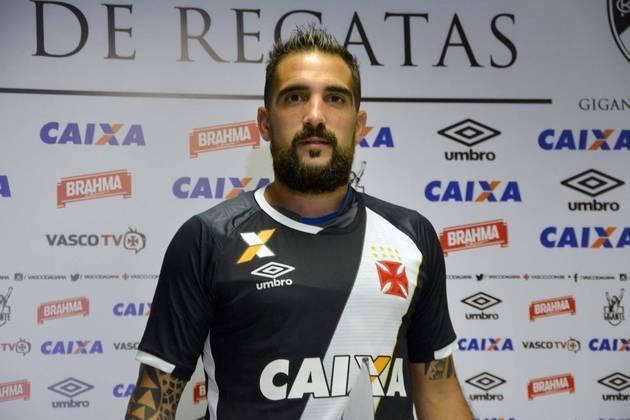 Escudero entrou na Justiça no mesmo ano contra o Vasco, afirmando que estava há três meses sem receber salários e recolhimento de FGTS.