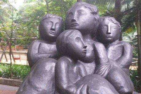 Réplica da escultura 'Emigrantes', de Lasar Segall