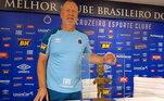 Ex-técnico do Cruzeiro, Mano Menezes ganhou uma escultura em sua homenagem enquanto comandava a Raposa