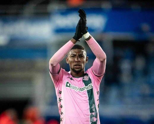 ESFRIOU - A contratação de Emerson Royal pelo Milan ainda está bem distante de acontecer. De acordo com o jornal espanhol 'Mundo Deportivo', a negociação com o Barcelona está distante de um desfecho, pois as duas equipes ainda não chegaram a um acordo sobre os valores da transação.