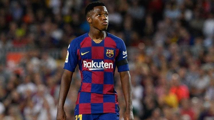 ESFRIOU - Ansu Fati esteve perto de trocar o Barcelona pelo Manchester United. Os Red Devils estavam dispostos a pagar 89 milhões de libras (cerca de R$ 562 milhões) pelo jovem, mas de acordo com o