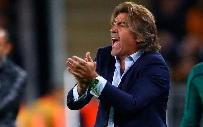 ESFRIOU - Apesar de toda a pressão interna e externa sobre o técnico Ricardo Sá Pinto no Vasco, o treinador permanece no comando da equipe. O próximo desafio é contra o Fluminense, no domingo.