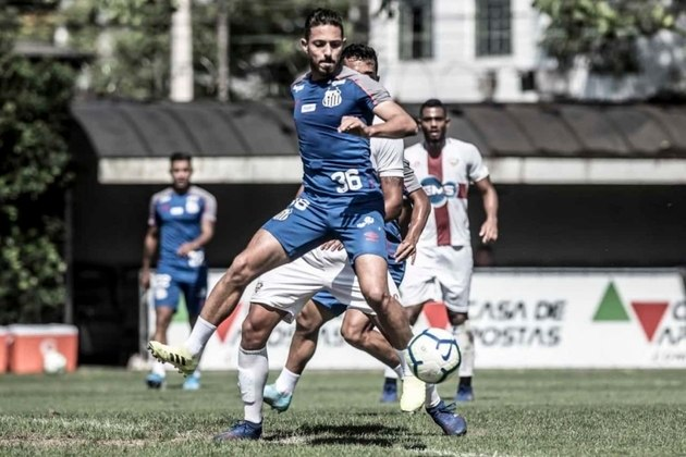 ESFRIOU - Após dar vitória ao Santos, o meia Jean Mota comentou sua 'quase saída' para o Fortaleza. O jogador afirmou que sempre quis ficar no Peixe. Seu contrato vai até junho de 2022.