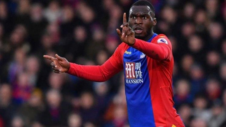 ESFRIOU - Benteke pretende permanecer no Crystal Palace apesar do negócio com o West Brom star avançando, segundo a Sky Sports.