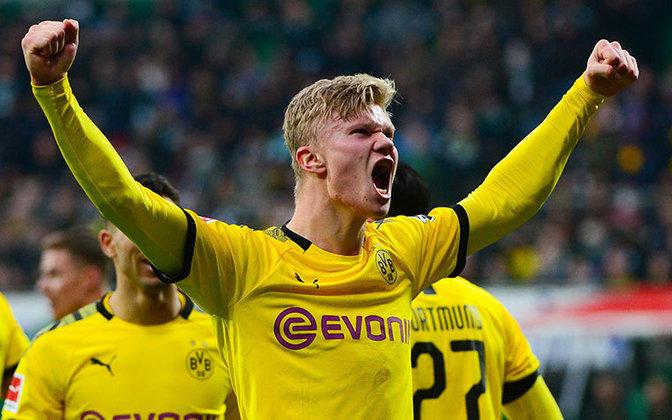 ESFRIOU: Cobiçado por diversos clubes europeus, o atacante Erling Haaland frustrou possíveis negociações ao dizer que não pensa em sair do Borussia Dortmund no momento, em entrevista ao WAZ.