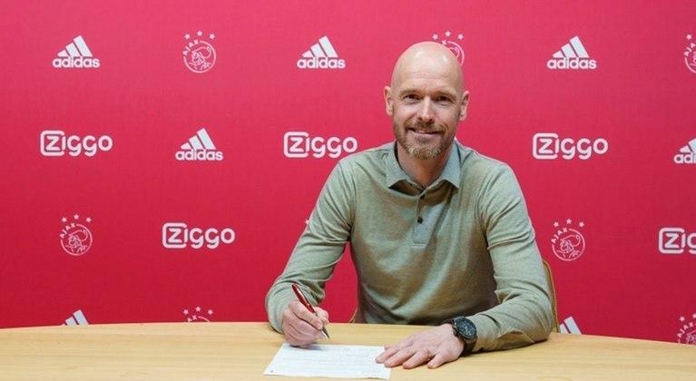 ESFRIOU - Erik ten Hag, técnico do Ajax, negou todos os rumores sobre uma possível ida para o Barcelona em entrevista à
