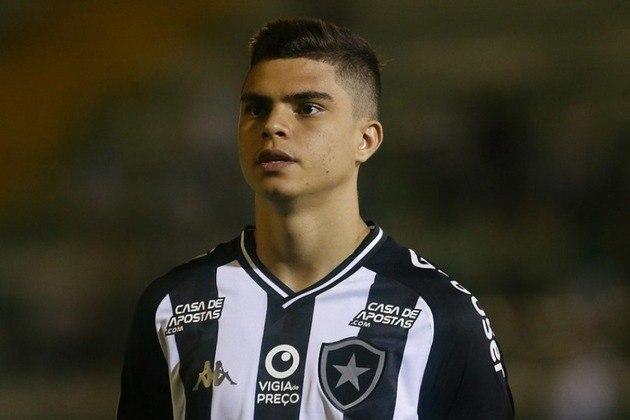 ESFRIOU - O Botafogo ainda não iniciou conversas para a renovação de Fernando. Depois de estender vínculos de três jogadores no último mês, a diretoria do Alvinegro não possui negociações com o lateral-direito, cujo contrato vence em dezembro.
