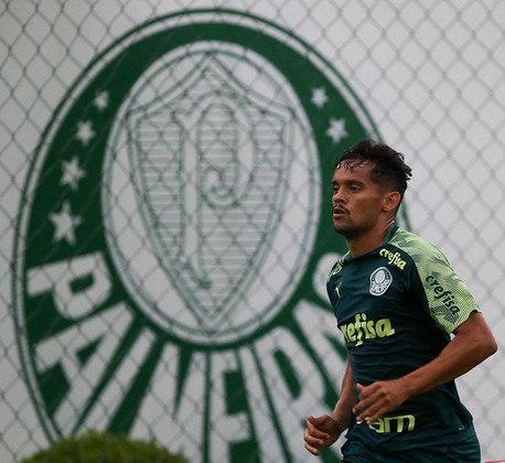 ESFRIOU - O Botafogo sonha alto em uma possível contratação para o meio-campo. O clube de General Severiano sondou Gustavo Scarpa, do Palmeiras, em negociação por empréstimo. A equipe paulista, contudo, sequer abriu negociações. A possibilidade de a transferência ter um final positivo ao Alvinegro é remota.