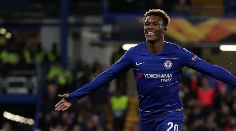 ESFRIOU - O Chelsea recusou uma proposta do Bayern de Munique por Callum Hudson-Odoi. As condições seriam um empréstimo com obrigação de compra por 70 milhões de euros .