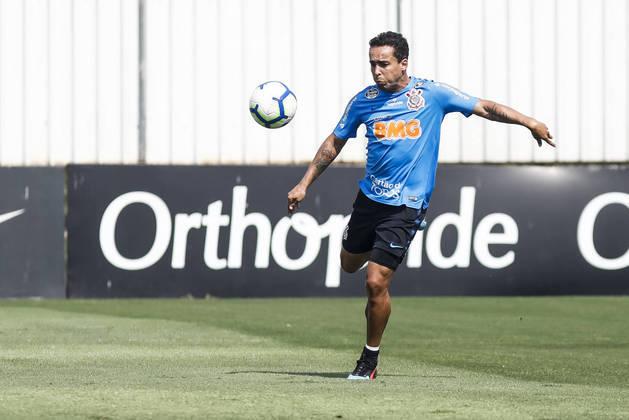 ESFRIOU - O Cruzeiro negou que esteja negociando com o meia Jadson, que deixou o Corinthians nesta temporada e está sem clube. O interlocutor do futebol com o conselho gestor , Carlos Ferreira, negou que existam conversas entre as partes.