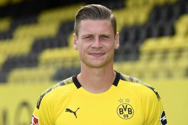 """ESFRIOU - O defensor Lukasz Piszczek revelou que apesar de ter sido muito relacionado com uma possível ida para o Real Madrid ao longo de sua carreira, nunca teve proposta oficial. Em entrevista à revista """"Kicker"""", o veterano não se mostrou arrependido e disse que o Borussia Dortmund não devia ter interesse em negociá-lo."""