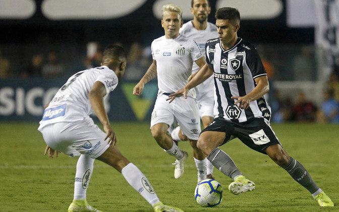 ESFRIOU - O elenco do Botafogo tem uma nova baixa. Após a classificação sobre o Vasco pela Copa do Brasil, o time se reapresentou nesta quinta-feira no Estádio Nilton Santos. Depois da atividade realizada pelo treinador Paulo Autuori no campo anexo da arena, o lateral-direito foi avisado que não faz mais parte dos planos e está liberado para assinar com outra equipe.