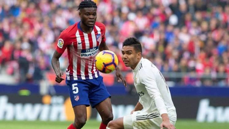 """ESFRIOU - O futuro do meio-campista Thomas Partey deve ser seguir no Atlético de Madrid, segundo o portal """"Ghana Soccernet"""". O site afirma que o atleta não tem interesse de ir para o Arsenal, principal ameaça ao clube espanhol."""