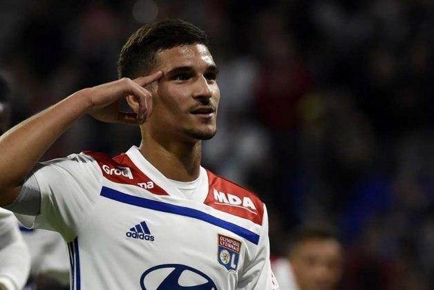 ESFRIOU: O presidente do Lyon, Jean-Michel Aulas, revelou que ainda não recebeu nenhuma proposta por Aouar. De acordo com o mandatário, o meio-campista francês não deve deixar o clube.