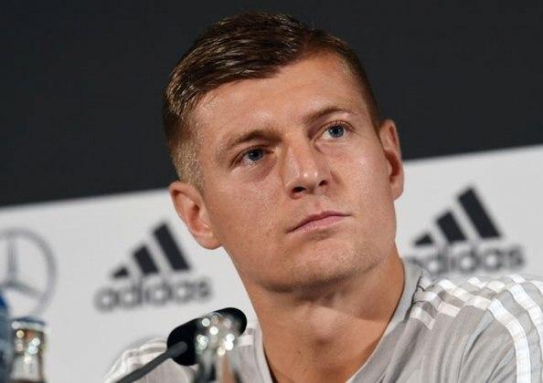 ESFRIOU - Toni Kroos ainda não pensa em sair do Real Madrid, muito menos em aposentadoria. Em entrevista à 'Eurosport', o meia de 33 anos garantiu que fica no clube espanhol e disse que nunca jogará na China.