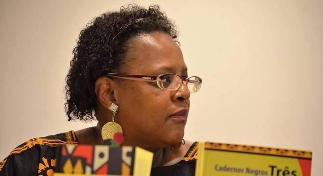 Esmeralda Ribeiro coleciona histórias próprias de outras autoras negras