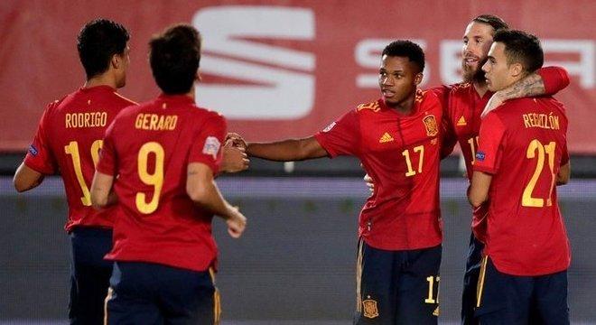 Espanha 4 X 0 Ucrânia, um dos tentos por Ansu Fati, número 17 e 17 anos