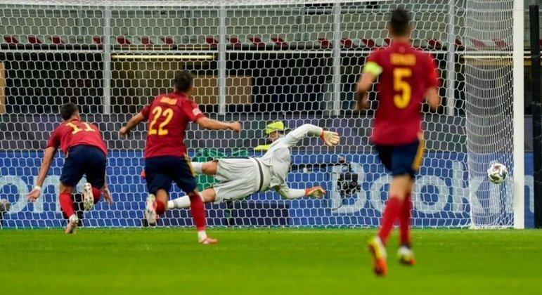 Detalhe da testada de Ferrán Torres, a Espanha nos 2 X 0