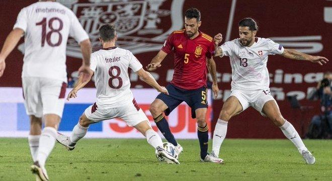 Espanha 1 X 0 Suíça. no Alfredito praticamente vazio