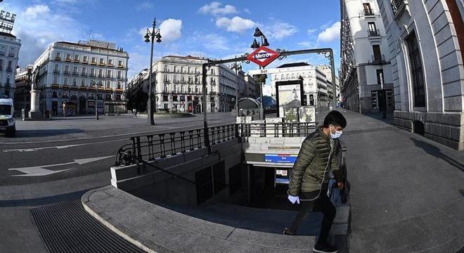 Espanha é o segundo país mais atingido pela pandemia do coronavírus no mundo