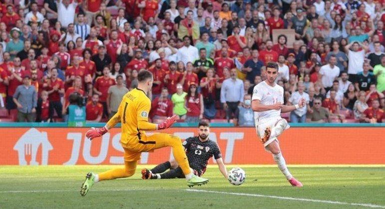"""Ferrán Torres, o gol da primeira virada da """"Fúria"""""""