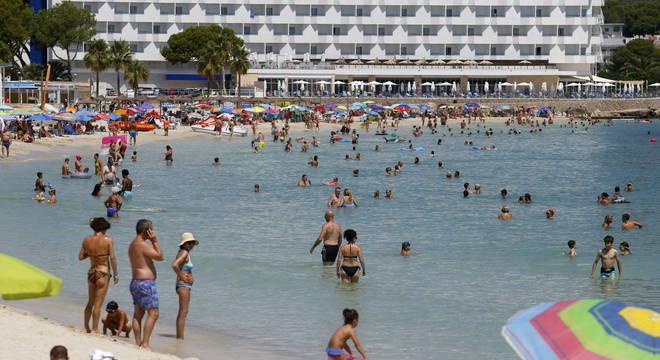 Espanha esperava reativar economia com turismo no verão