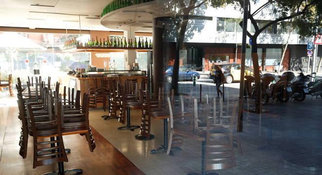 Espanha fecha bares e restaurantes após aumento de casos