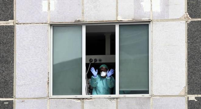 Medidas drásticas deveriam ser mantidas para evitar ressurgimento da pandemia