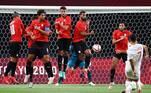 Mesmo com jovens estrelas que participaram da Eurocopa de 2020, como Asensio, Pedri, Dani Olmo, a Espanha levou pouquíssimo perigo à defesa egípcia e estreou mal na competição em que é uma das favoritas