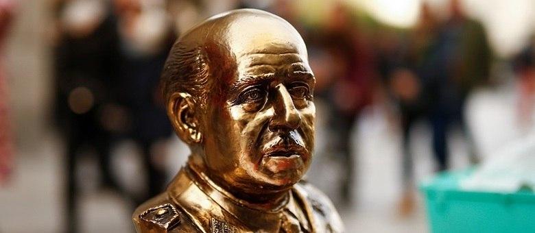 Busto de Francisco Franco durante manifestação de simpatizantes do ditador em Madri