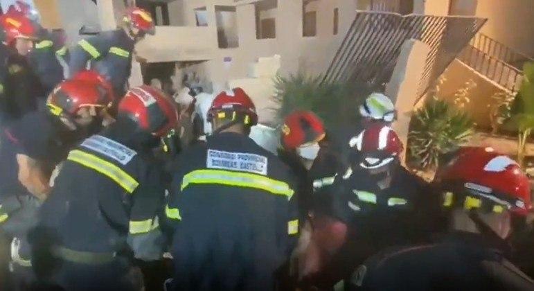 Bombeiros retiraram uma pessoa dos escombros na Espanha