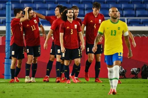 ESPANHA - SOBE: Carlos Soler e Bryan Gil comandaram a equipe no segundo tempo. / DESCE: Vallejo não conseguiu lidar com os atacantes brasileiros e sofreu com bolas nas costas. Em uma delas, Malcom marcou o gol que decidiu o jogo.