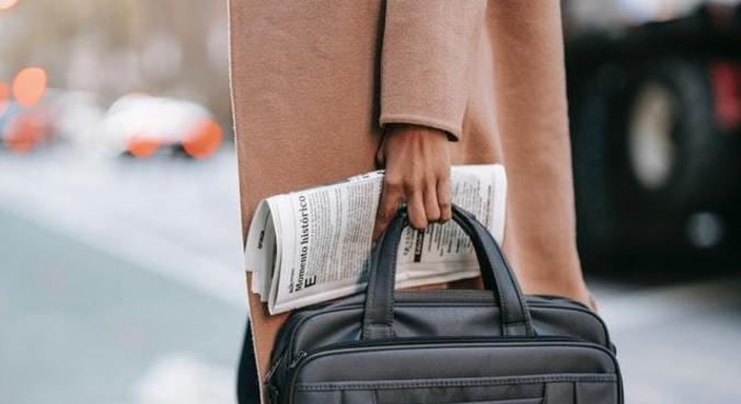 O peso da bolsa deve ser o equivalente a no máximo 10% do peso da pessoa