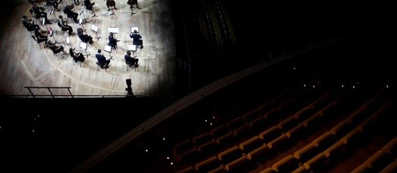Apresentação da orquestra filarmônica de Paris, sem público